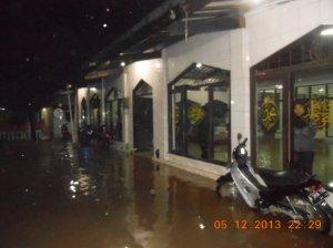 Pinggir Kali Cipinang di Pekayon Pasar Rebo, berlangganan banjir.